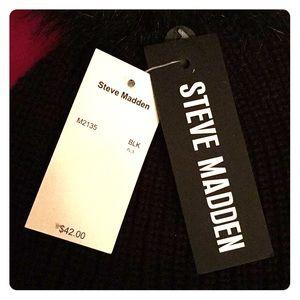 Steve Madden Accessories - Steve Madden Pom Pom Beanie
